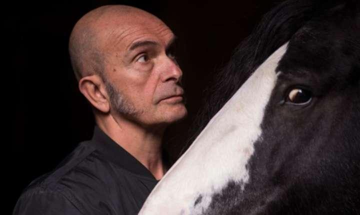 """Bartabas si unul dintre caii din spectacolul """"Ex Anima"""""""