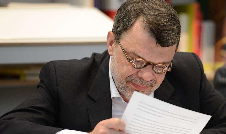 Daniel Barbu este acuzat de unii politicieni că s-ar fi implicat în acțiuni de partid