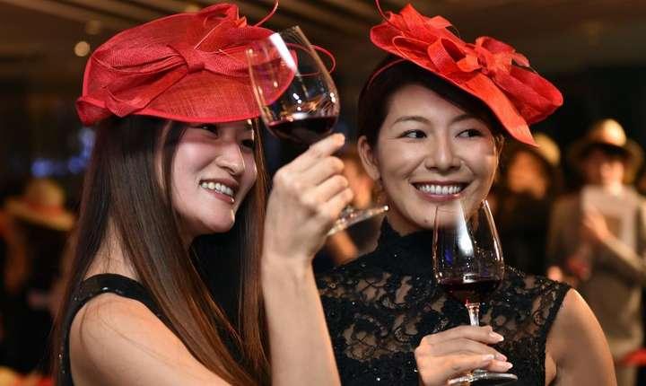 Douà japoneze degustà beaujolais nouveau la Tokio în 2014