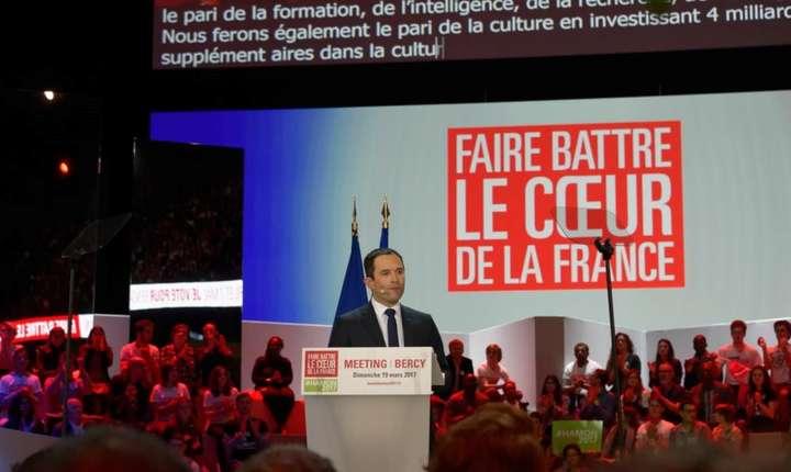 Benoît Hamon în cadrul unui meeting la Paris, la Bercy, pe 19 martie 2017