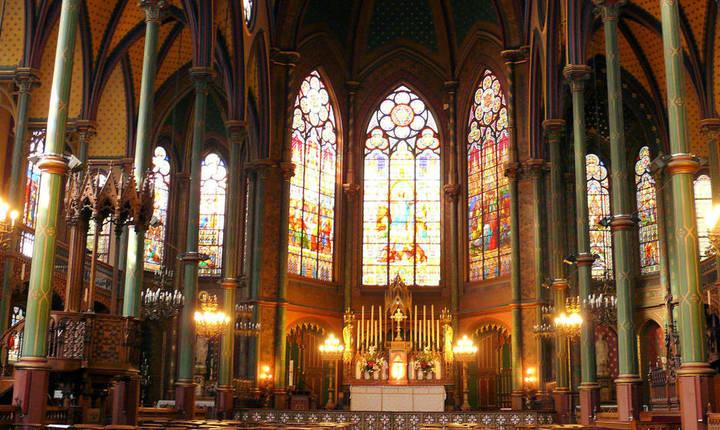 Biserica Saint-Eugène-Sainte-Cécile se află în arondismentul 9 din Paris, în centrul capitalei.