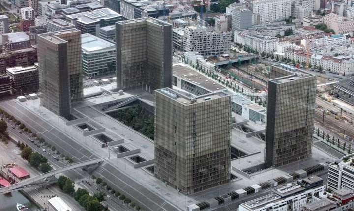 Bibliotecă Naţională a Franţei, purtînd numele celui care a iniţiat proiectul, preşedintele socialist François Mitterrand.