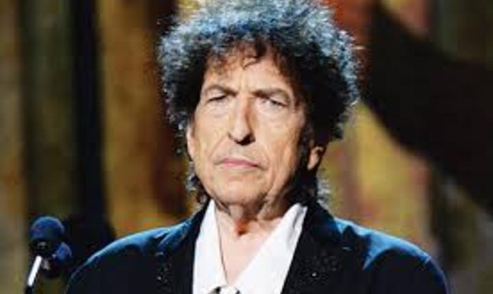 Cântăreţul american Bob Dylan a primit premiul Nobel pentru literatură pe 2016.