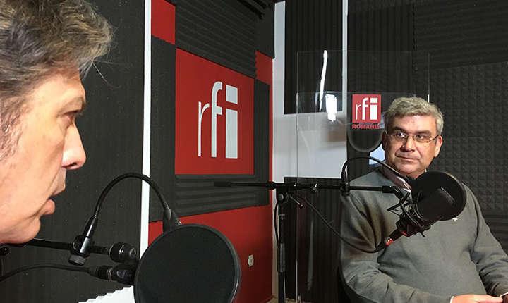Nicolas Don și Teodor Baconschi in studioul de inregistrari RFI Romania