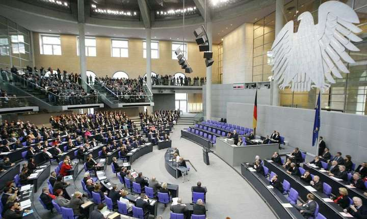 Angela Merkel s-a pronunţat în favoarea egalităţii conjugale