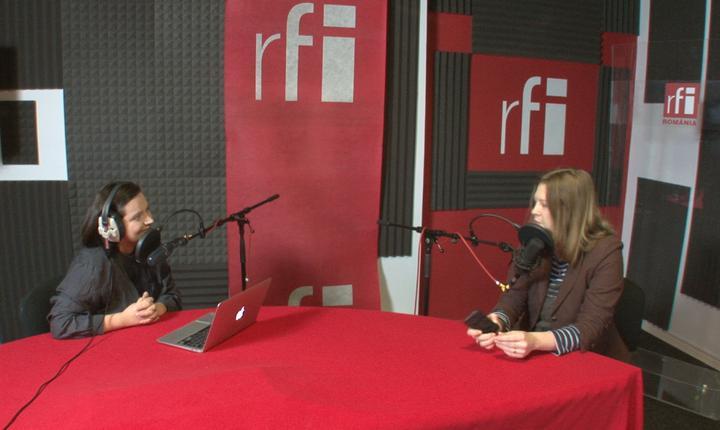 Ana-Maria Caia și Ileana Bîrsan in studioul radio RFI