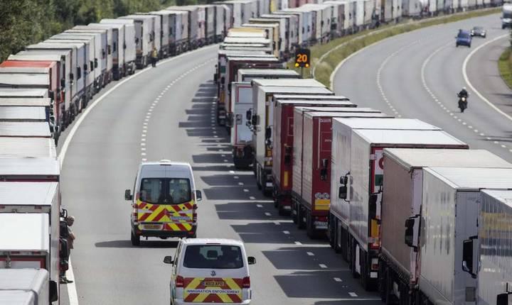 Camioane pe autostrada M20