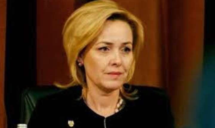 Dosar penal dupa ce ministrul de Interne, Carmen Dan, a gasit un microfon in casa
