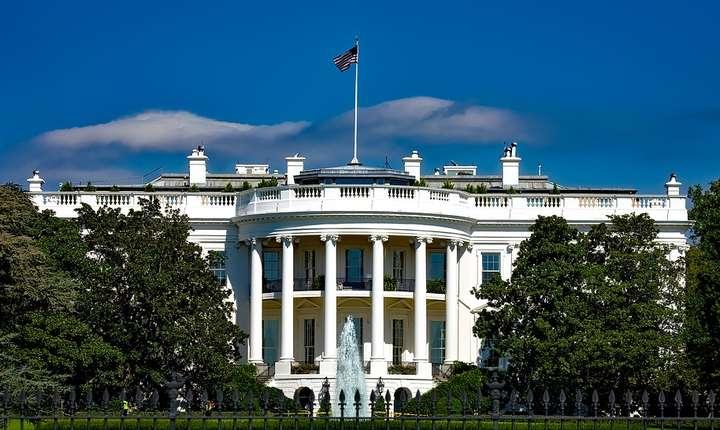 Executivul de la Washington a decis să nu se supună monitorizării și controlului parlamentar, bazându-se pe o interpretare extremă a Constituției, anume că președintele ar avea imunitate absolută în exercițiul funcțiunii.