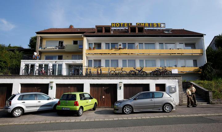 Polițiștii germani au prelevat probe de la locuința atacatorului, un fost hotel din Ansbach