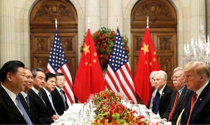 Preşedintele chinez  Xi Jinping  şi omologul său american  Donald Trump la reuniunea G20 de la Buenos Aires, 1 decembrie 2018