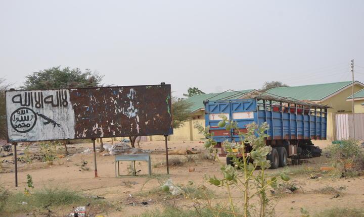 """Nu departe de malurile lacului Ciad """"semnàtura"""" teroristilor din Boko Haram: un slogan si o mitralierà"""