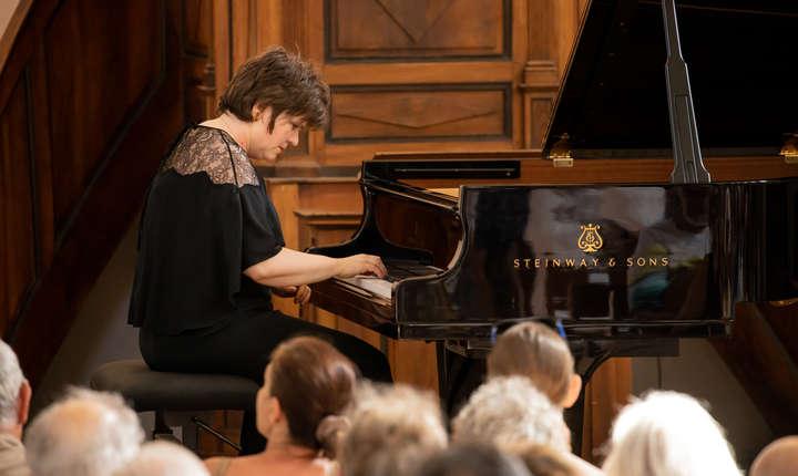 Dana Ciocârlie în templul de la Lourmarin, vineri 9 august 2019; concert în cadrul Festivalului de pian de la Roque d'Anthéron.