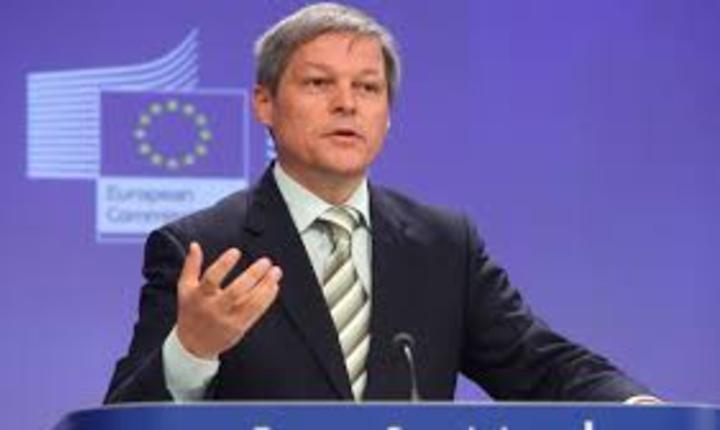 Klaus Iohannis: Dacian Ciolos trebuie sa se  gandeasca cu cine isi continua proiectele