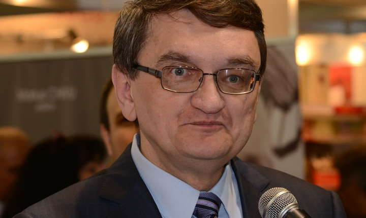 Avocatul Poporului contesta la Curtea Constitutionala legea care interzice unui condamnat penal sa ocupe functii in Guvern