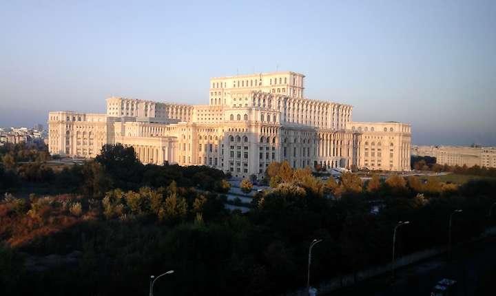 PNL pregăteşte o moţiune de cenzură în Parlament (Sursa foto: RFI/Cosmin Ruscior)