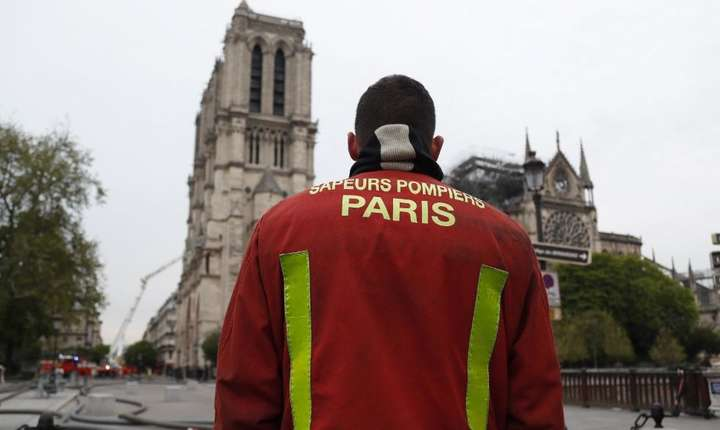 Catedrala Notre-Dame, parțial distrusă de incendiu (Foto: AFP/Zakaria Abdelkafi)