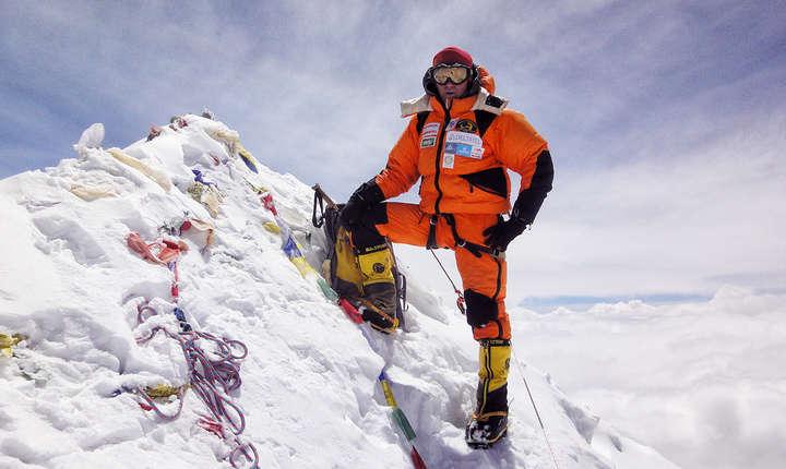 Horia Colibăşanu a urcat pe Vârful Everest (8.848 metri), în premieră pentru România, fără oxigen suplimentar şi fără şerpaşi