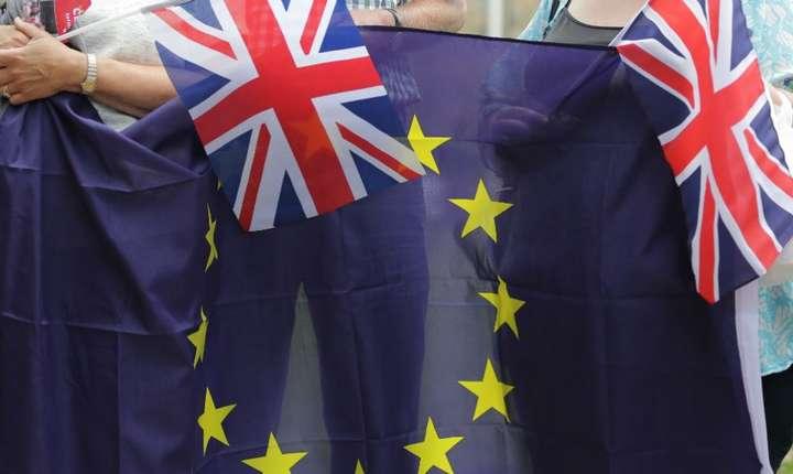 Companiile, porturile si bancile franceze se pregatesc pentru cel mai rau scenariu Brexit.