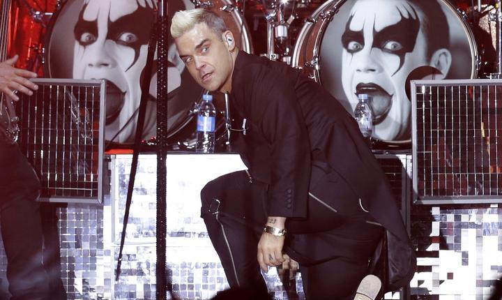 Robbie Williams, în concert, la Monaco (Foto: Reuters/Lionel Cironneau)
