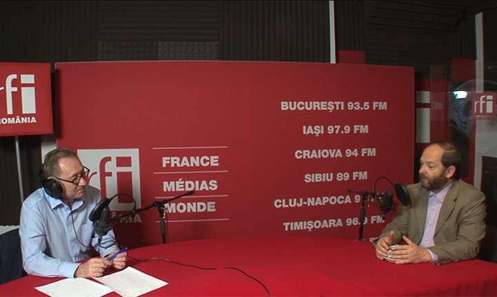Constantin Rudniţchi si Cătălin Tobescu in studioul de inregistrari RFI Romania
