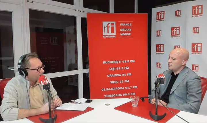 Constantin Rudniţchi si Cosmin Vasile in studioul de emisie RFI Romania