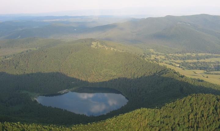 Lacul Sf. Ana din masivul Ciomatu
