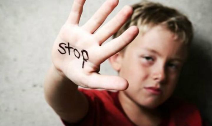 Imaginea unei campanii derulate de DGASPC Brasov impotriva abuzurilor asupra copiilor