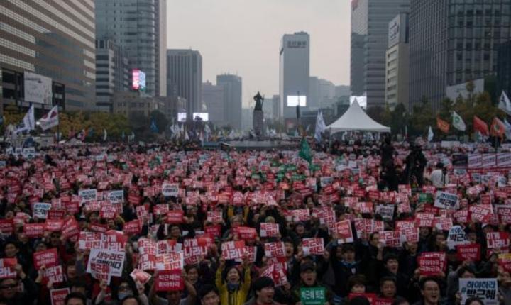 Milioane de sud-coreeni au ieşit în stradă pentru a cere demisia șefei statului