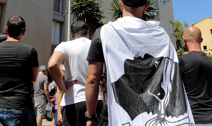 Circa 500 de corsicani au manifestat duminicà la Bastia, a doua zi dupà violentele înregistrate între corsicani si magrebini pe o plajà din nordul insulei