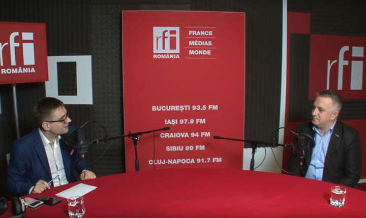 Cristian Gava și Marius Bostan in studioul de inregistrari RFI Romania