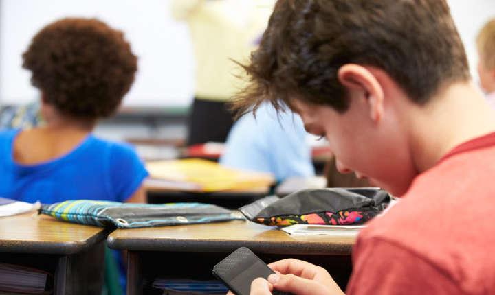 Telefonul mobil la ore, instrument pedagogic?
