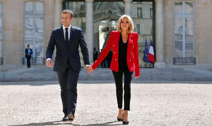 Cuplul prezidential francez, Brigitte si Emmanuel Macron la Palatul Elysée.