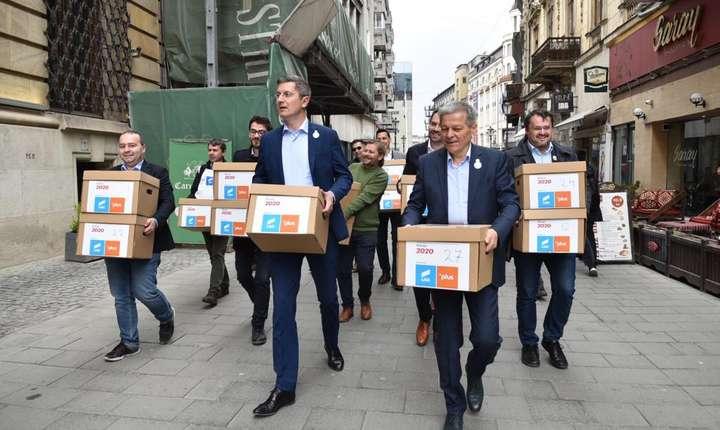 Dan Barna și Dacian Cioloș au cerut alegeri anticipate (Sursa foto: Facebook/Dacian Cioloș)