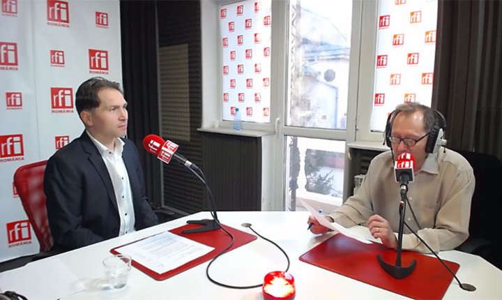 Dan Bădin și Constantin Rudnitchi in studiopul RFI Romania