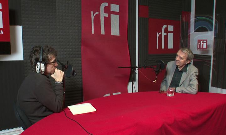 Dan Pârvu și Remulus Rusan in studioul radio RFI