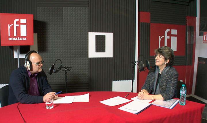 Ovidiu Nahoi și Sandra Pralong in studioul RFI Romania