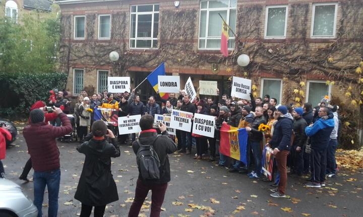 Demonstrație în fața Ambasadei României de la Londra