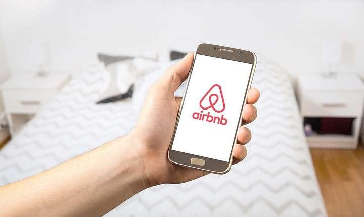 Legea turismului ar putea afecta platforma Airbnb (Sursa foto: pixabay)