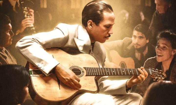 """Scenà din filmul """"Django"""" al lui Etienne Comar; în rolul principal Reda Kateb"""