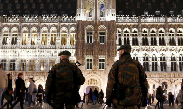 Soldaţi belgieni, în centrul Bruxelles-ului (Foto: Reuters/Francois Lenoir)