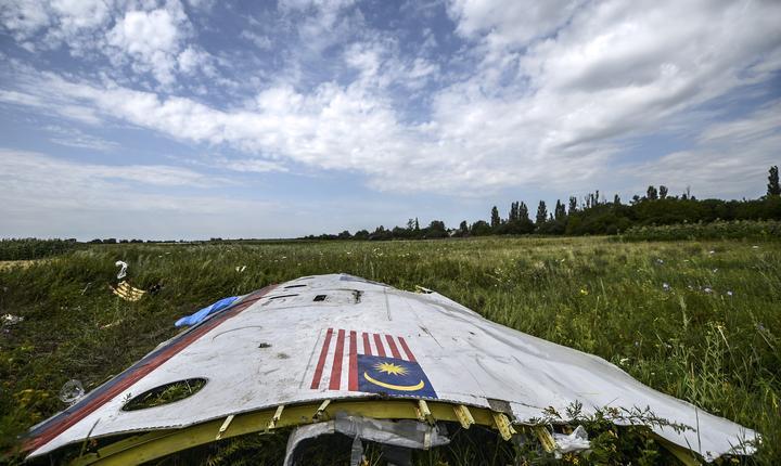 Resturi din avionul prăbuşit în Ucraina în 2014 (Foto: AFP/Bulent Kilic)