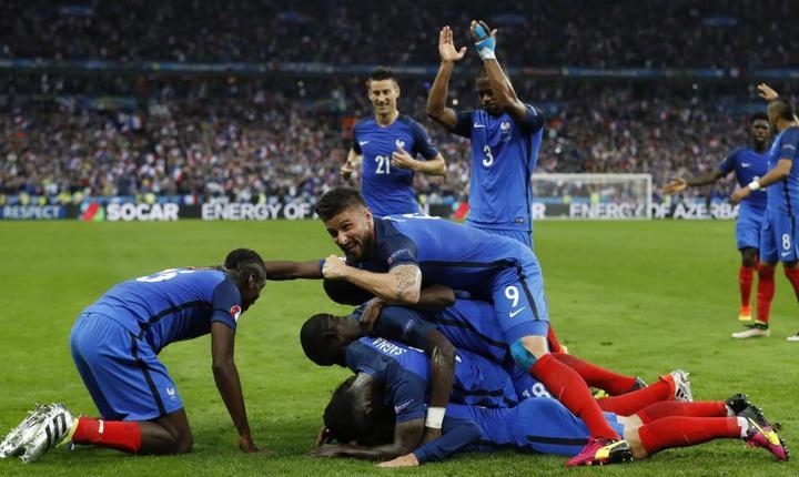 Francezii sărbătoresc un gol în meciul cu Islanda (Foto: Reuters/Carl Recine Livepic)
