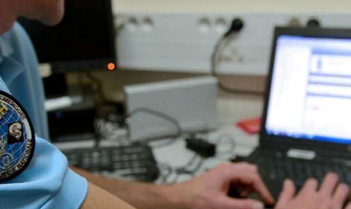 Un jandarm francez instaleazà o interceptare telefonicà