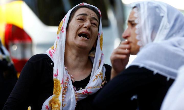 Scene de durere, după atentatul din Gaziantep (Foto: Reuters/Osman Orsal)