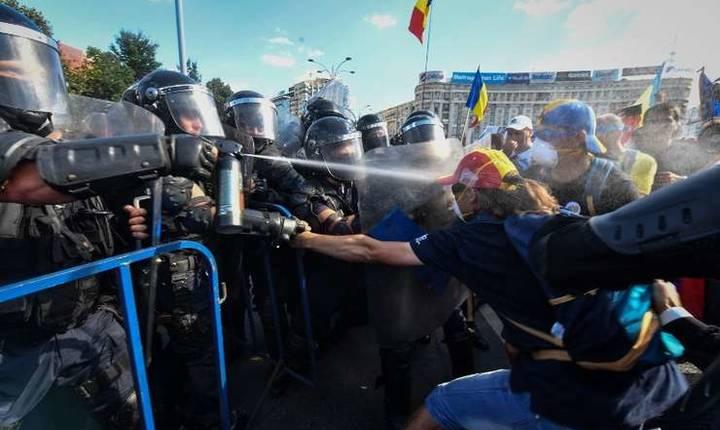 Proteste în Piaţa Victoriei, 10 august 2018 (Foto: AFP/Daniel Mihăilescu)