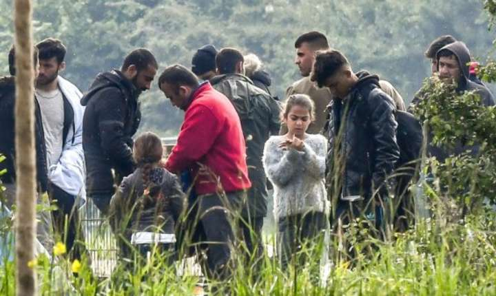 Evacuarea taberei de la Grand-Synthe, pe 24 mai 2018. Astfel de opratiuni au avut loc foarte des în ultimele luni pentru ca migrantii se reintorc aici.