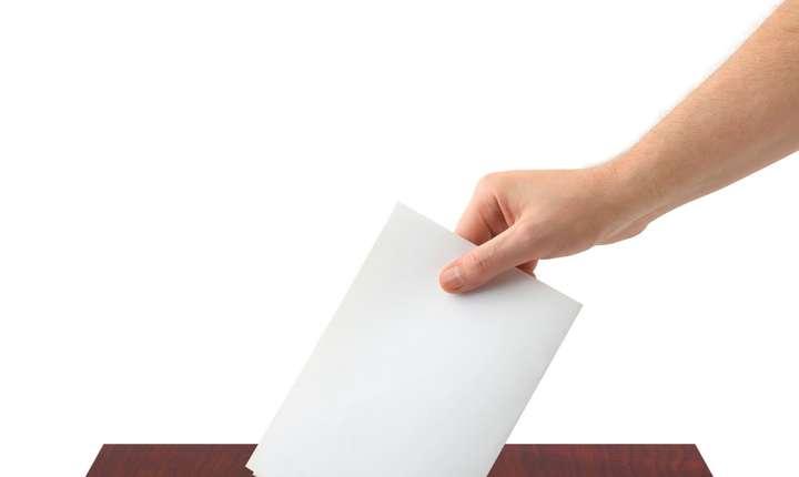 Referendumul pentru redefinirea familiei în Constituţie nu este valid din cauza prezenței reduse la urne, doar 20,41 %.