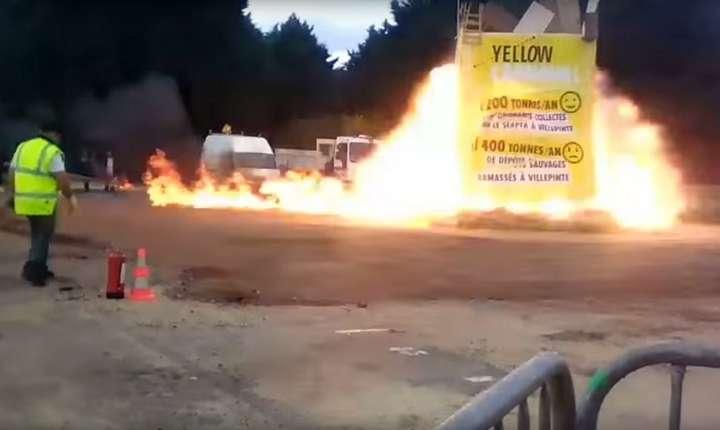 O captură video surprinde momentul exploziei în timpul unui carnaval din Paris, 1 aprilie 2017 (Foto: HO/AFPTV/AFP)