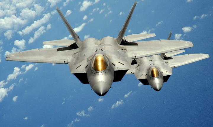 Armata SUA trimite avioane de vânătoare invizile în Europa